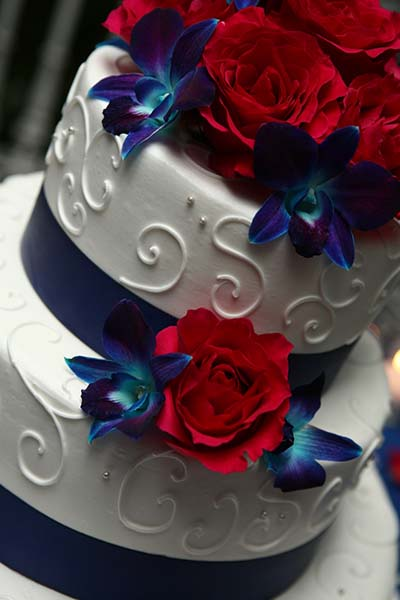 wedding cakes red white and blue summer wedding trends white and blue weddings 25360